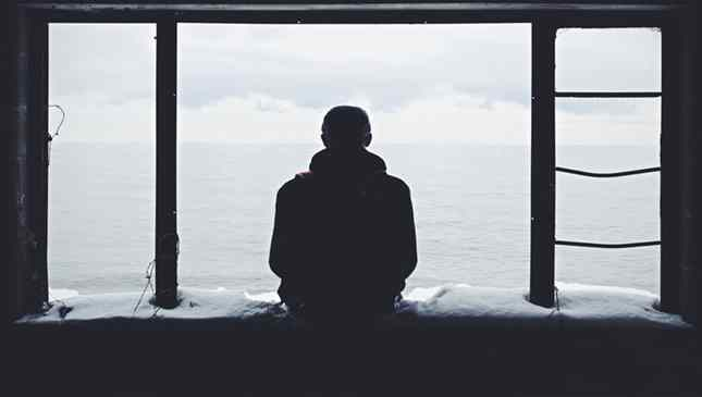 Estudos indicam que pessoas que gostam de ficar sozinhas