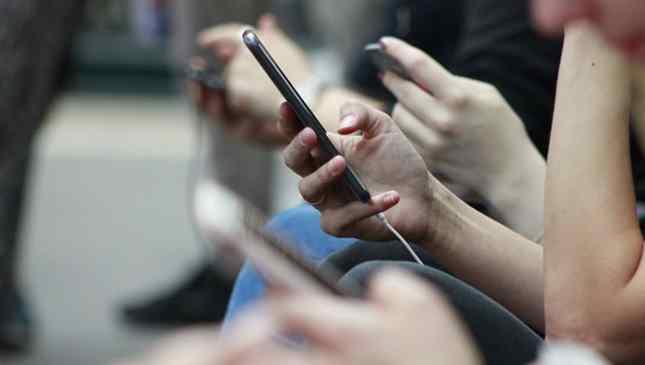 viciada em celular