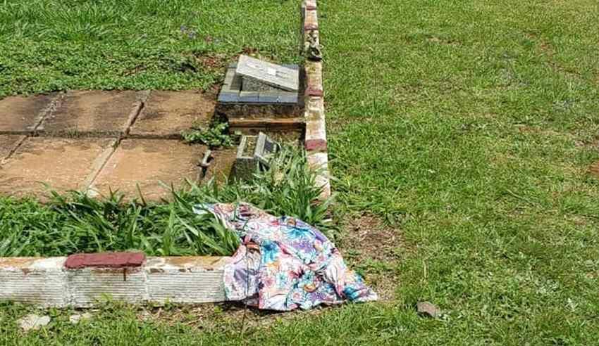 corpo fora do túmulo com sinais de abuso