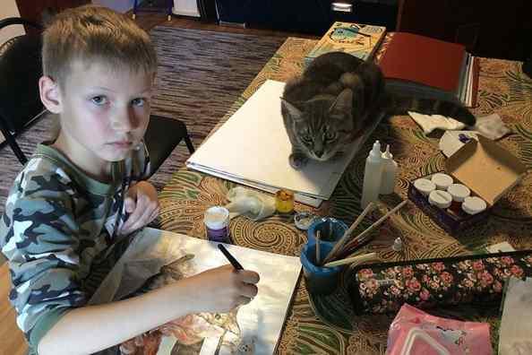 garoto de 9 anos artista