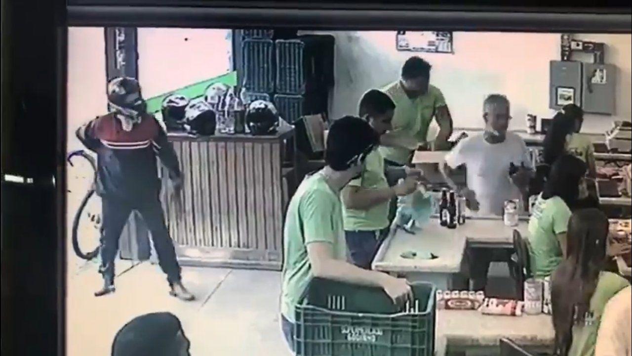 Ladrão é ignorado por vítimas em assalto e vai embora frustrado
