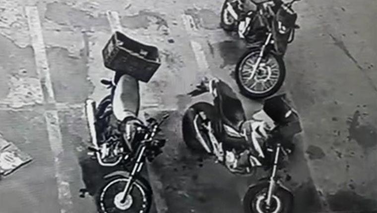 Vídeos engraçados - moto liga e anda sozinha