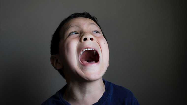 Crianças ouvem vozes curiosidades assustadoras