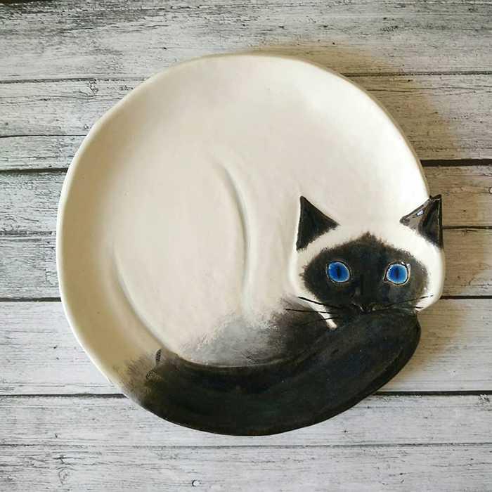 Pratos de cerâmica em formato de gatinhos fofos