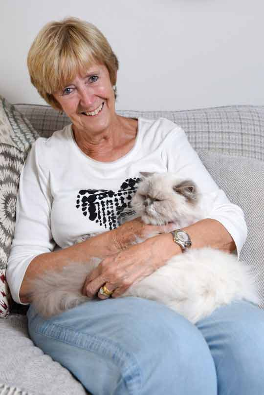Idosa-de-71-anos-faz-primeira-tatuagem-de-gato