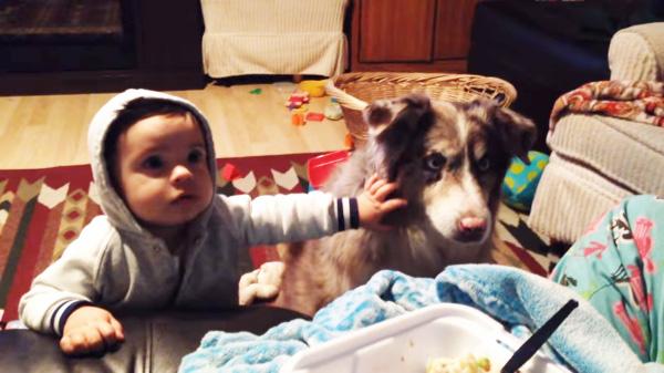 Mulher pede que o bebê a chama de mamãe
